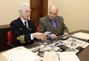Капитан второго ранга запаса Виктор Геманов передал музею архив