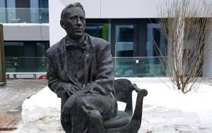 Памятник Михаилу Булгакову в Сколково