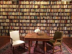 К стене корешками было повернуто около 10 000 томов, написанных мужчинами
