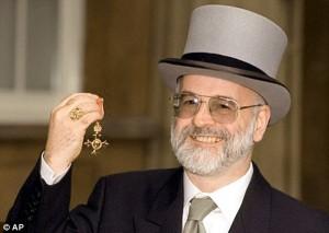 Терри Пратчетт получает орден Британской Империи