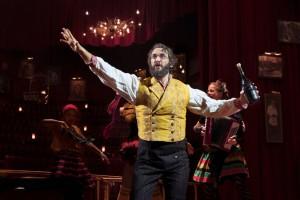 Джош Гробан, номинированный на Тони за Лучший ведущий актер в мюзикле за его роль в «Наташа, Пьер и Великая комета 1812 года»