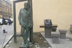 Памятник Довлатову на улице Рубинштейна