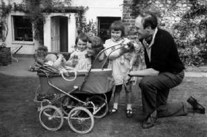 Роальд Даль с семьей
