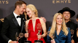 69th Primetime Emmy Awards Ц Photo Room Ц Los Angeles, California, U.S., 17/09/2017 - Alexander Skarsgard, Nicole Kidman, Reese Witherspoon and others pose with their Emmy for Outstanding Limited Series for Big Little Lies. REUTERS/Lucy Nicholson TPX IMAGES OF THE DAY - HP1ED9I09J3FL