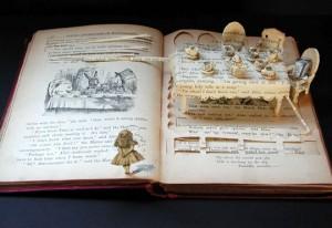 Книжные скульптуры от Su Blackwell (Су Блэквелл): Алиса. Безумное чаепитие