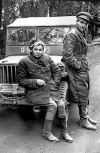 Валентина Серова и Константин Симонов в составе концертных бригад на фронте