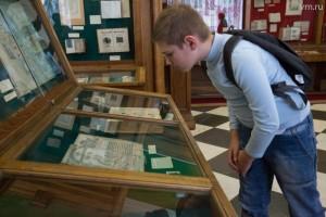 Влад Волков-Майоров, ученик 5-го класса изучает художества школяров позапрошлого века