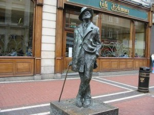 Памятник Джеймсу Джойсу в Дублине