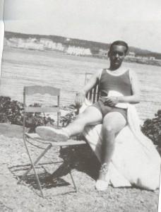 Федерико Гарсиа Лорка на пляже в Кадакесе