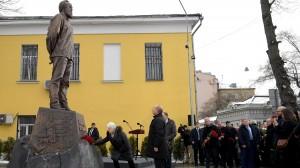 Памятник Солженицыну3