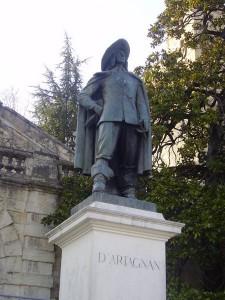 Памятник мушкетеру д'Артаньяну4